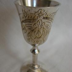 Frumoasa cupa din alama argintata cu gravura, Pahare