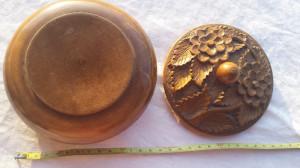 Cutie lemn rotunda sculptata manual model floral Superba Veche Vintage