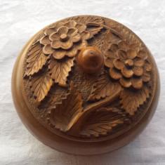 Cutie lemn rotunda sculptata manual model floral Superba Veche Vintage - Cutie Bijuterii