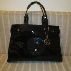Geanta dama mare neagra lucioasa AJ Armani Jeans+CADOU, Culoare: Din imagine, Geanta de umar, Asemanator piele