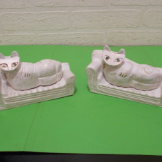 PISICI pe CANAPEA, doua figurine SCULPTATE in LEMN in stilul ART DECO - Miniatura Figurina