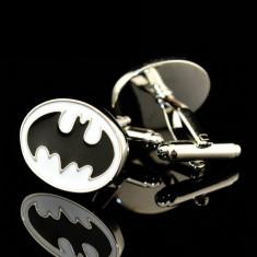 Butoni BATMAN argintii alb cu negru + ambalaj cadou