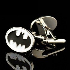 Butoni BATMAN argintii alb cu negru + cutie simpla cadou, Inox