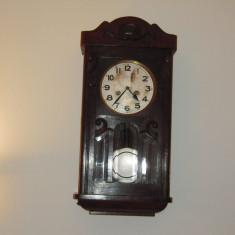 Ceas de perete cu pendul