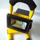 PROIECTOR LAMPA cu LED si STATIV cu acumulator + incarcator de priza