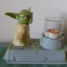 Figurina personaj desen animat/film, Yoda din Star Wars, McDonalds 2011, 8x10cm - Figurina Animale