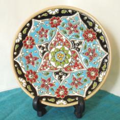 Farfurie decorativa, ceramica persiana emailata Mina-kari - semnata Roozbeh - Arta din Asia