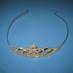 Coronita metal cu pietre sticla.