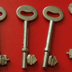 Lot 4 bucati - cheie veche pentru lucruri vechi !!! - Metal/Fonta