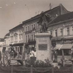 SATU MARE, MONUMENTUL EROULUI NECUNOSCUT, MAGAZINE, BODEGA, CIRC. FEB.1931 - Carte Postala Maramures dupa 1918, Circulata, Fotografie