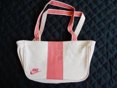Geanta Nike; 17 x 29 x 9 cm; impecabila foto