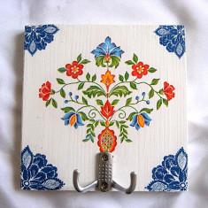 Cuier din lemn handmade motiv traditional 26224