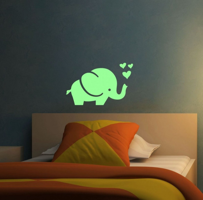 Sticker fosforescent luminos model Elefant cu inimioare foto mare