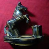 Piesa ornamentala birou, din lemn- Cal -suport pixuri , agrafe etc. , h= 14 cm