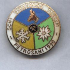 INSIGNA SKI VANATOARE TURISM -PETROSANI 1990, Romania de la 1950