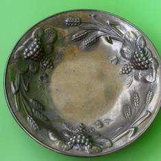 SUPERB CENTRU DE MASA, MODEL SPICE DE GRAU SI STRUGURI DIN ALAMA, NECURATAT - Metal/Fonta, Ornamentale