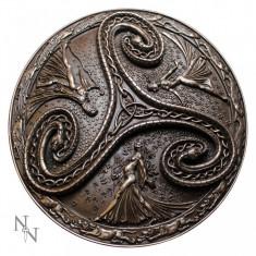 Plachetă decorativă perete Triskelion cu cele trei zeițe