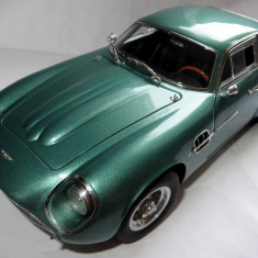 CMC Aston Martin Zagato DB4 ( british racing green) 1961 1:18 - Macheta auto