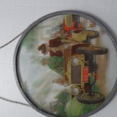 Pictura pe sticla vintage, in suport rotund, cu agatatoare-Diametru: 17.5 cm