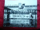 Fotografie 1960-Sosirea Echipei Handbal a Romaniei in Japonia -Japan AirLines