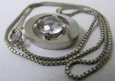Lant si medalion pandantiv oval vechi din argint cu piatra alba foto