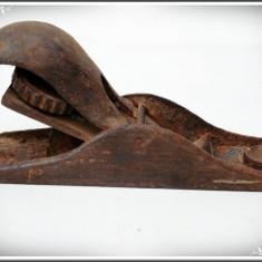 RINDEA MICĂ DE TÂMPLAR PT. O MÂNĂ, FĂCUTĂ DIN FIER, VECHE DAR POATE FI FOLOSITĂ! - Metal/Fonta, Scule si unelte