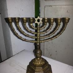 Menora veche, din bronz masiv,pentru 8 lumanari,originala Israel