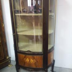 Superba vitrina stil cu elemente din bronz