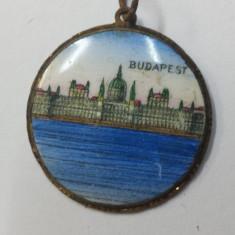 Medalion portelanat imagine BUDAPESTA executat manual Ungaria Vechi - Bijuterie veche, Alama