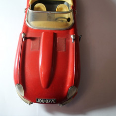 MACHETA AUTO-JAGUAR-E-1961-MADE IN ITALY-SCARA-1/18-METAL SI PLASTIC-ROSIE.