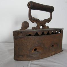VECHI FIER DE CALCAT CU CARBUNI - Metal/Fonta