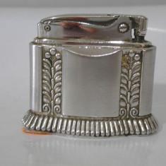 De colectie ! Superba bricheta veche argintata de masa RONSON