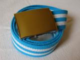 Cumpara ieftin Curea panza albastru-alb in linii orizontale cu catarama metalica argintie