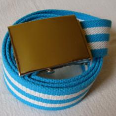 Curea panza albastru-alb in linii orizontale cu catarama metalica argintie