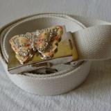 Curea panza alb cu catarama fluture cu pietricele roz-crem - Curea Barbati, Marime: Marime universala