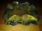 Scrumiera verde din sticla masiva