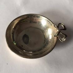 Degustator de vin din argint, Vas