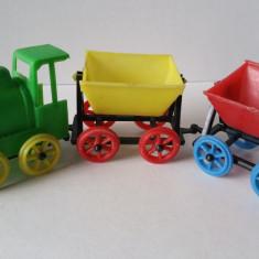 Jucarie veche similar romaneasca tren trenulet plastic 2 vagoane, Leyla Germania - Jucarie de colectie
