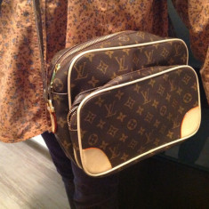 GEANTA NOUA LV - Geanta Dama Louis Vuitton, Culoare: Maro, Marime: Medie, Geanta umar un maner, Asemanator piele