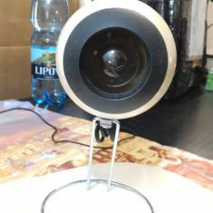 Lampa de masa (A), Lampi