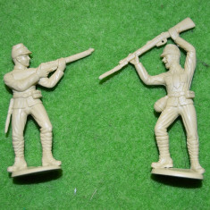 #4 Lot 2 figurine soldati armata, cca 6.5cm, plastic, colectie, crem, diorama