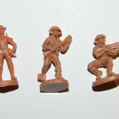 #14 Lot 3 figurine soldati armata, 2.5cm, plastic, colectie, diorama, maro
