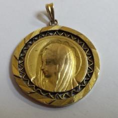Elegant si Frumos Medalion Fecioara Maria placat cu aur marcat executat manual