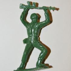 Figurina soldat cu arma, plastic, 6cm verde diorama colectie razboi