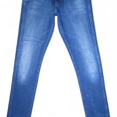 Blugi Conici WRANGLER - (MARIME: 28 x 32) - Talie = 78 CM, Lungime = 102 CM - Blugi barbati Wrangler, Culoare: Albastru, Cu rupturi, Skinny, Normal