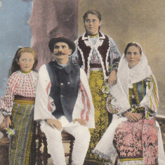 PORT NATIONAL DIN JUDETUL MUSCEL, FAMILIE DIN MUSCEL IN COSTUN POPULAR - Carte postala tematica, Circulata, Printata