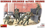 + Macheta 1/35 Miniart 35041 - German soldiers with fuel drums +