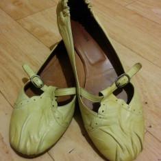 Pantofi din piele marimea 38, 5, sunt noi! - Pantof dama Bally, Culoare: Crem, Piele naturala, Cu talpa joasa