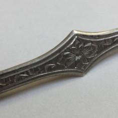 Finuta si Delicata Brosa argint gravata manual cu model floral de efect Vintage