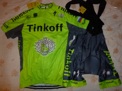 echipament ciclism complet Tinkoff verde fluo set pantaloni tricou foto